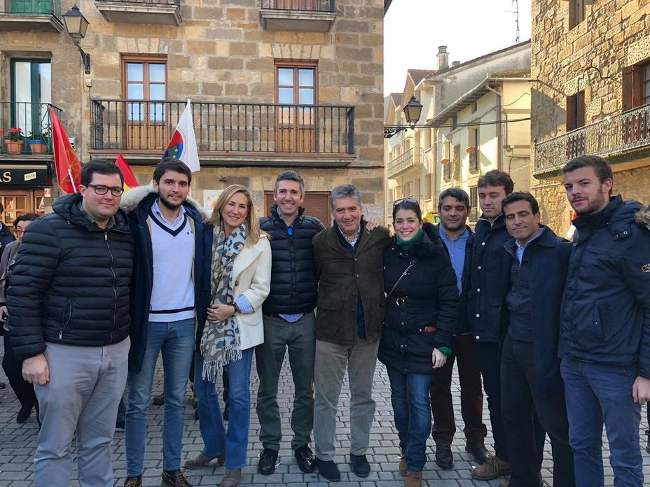 PP de Vizcaya acude al homenaje a la Guardia Civil en Alsasua plantando cara a los violentos