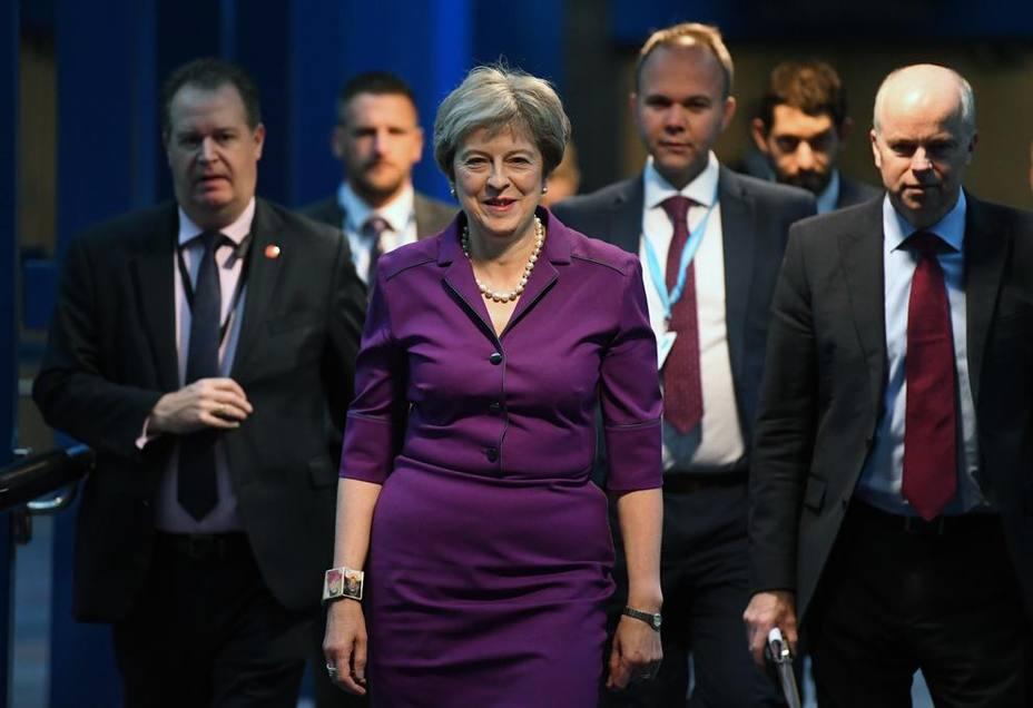 May se pone dura y exigirá a Bruselas reabrir el acuerdo del Brexit