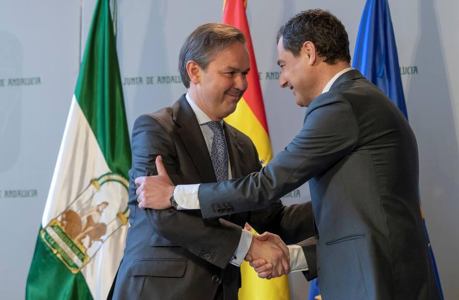 Dimite Alberto García Valera, recientemente nombrado consejero de Hacienda de la Junta de Andalucía