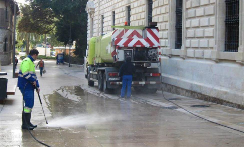 Detenido por amenazar con un cuchillo a los servicios de limpieza de Málaga porque no le dejaban dormir