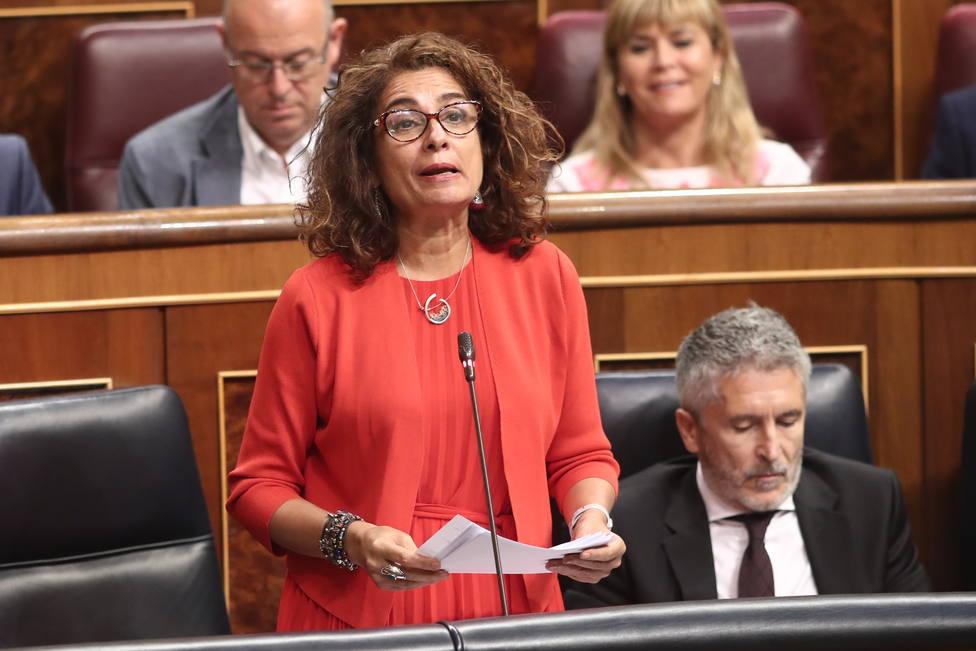 Montero exhibe un superávit primario de 1.051 millones ante críticas de déficit desbocado de De Quinto (Cs)