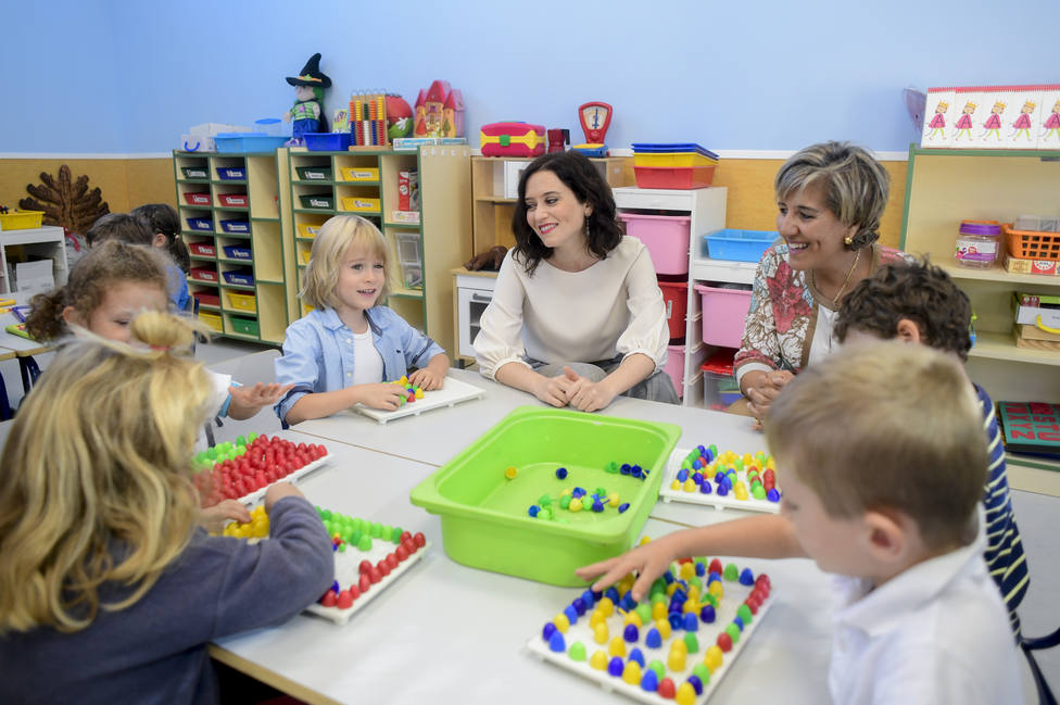 Isabel Díaz Ayuso visita un colegio público de Madrid