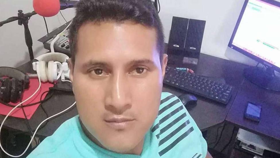 Asesinado un periodista colombiano mientras trabajaba en una emisora de radio
