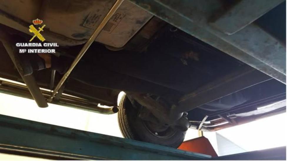 Localizan a dos menores escondidos en los bajos de una furgoneta en Ceuta