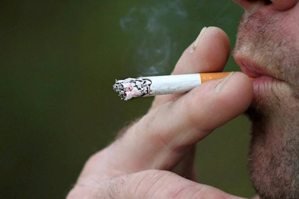 Los fumadores aumentan su consumo desde el inicio de la pandemia pese al riesgo, según una encuesta
