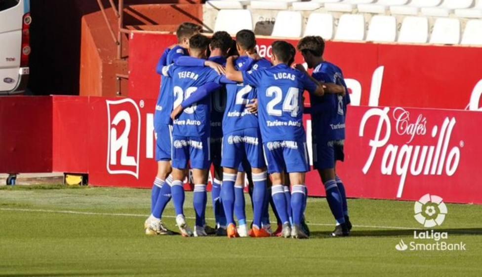 Los jugadores del Oviedo celebran el gol de Arribas