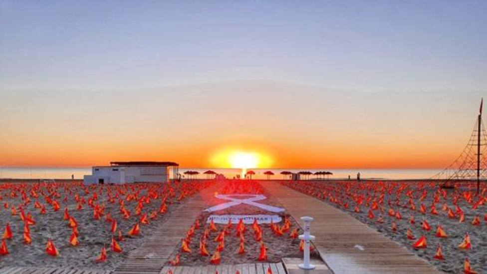 La Patacona amanece con 53.000 banderas en homenaje a las víctimas por el COVID-19