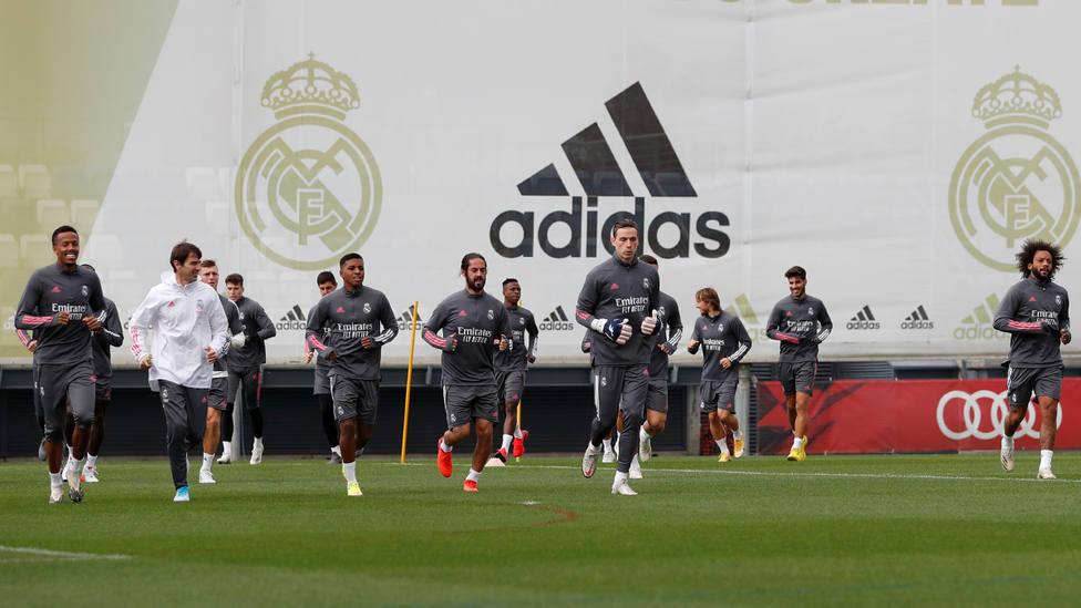 Entrenamiento del Real Madrid después de ganar en el Camp Nou (@RealMadrid)