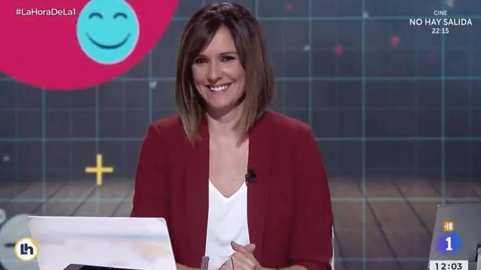 """Mónica López se parte de risa en TVE con un chiste sobre Pablo Casado: """"A la derecha"""""""