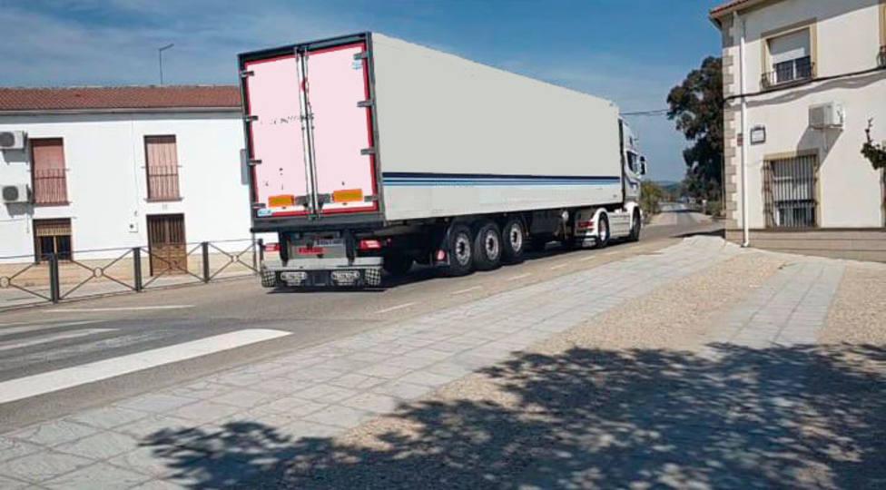 ctv-emt-camiones-por-aldea-los-ros-1