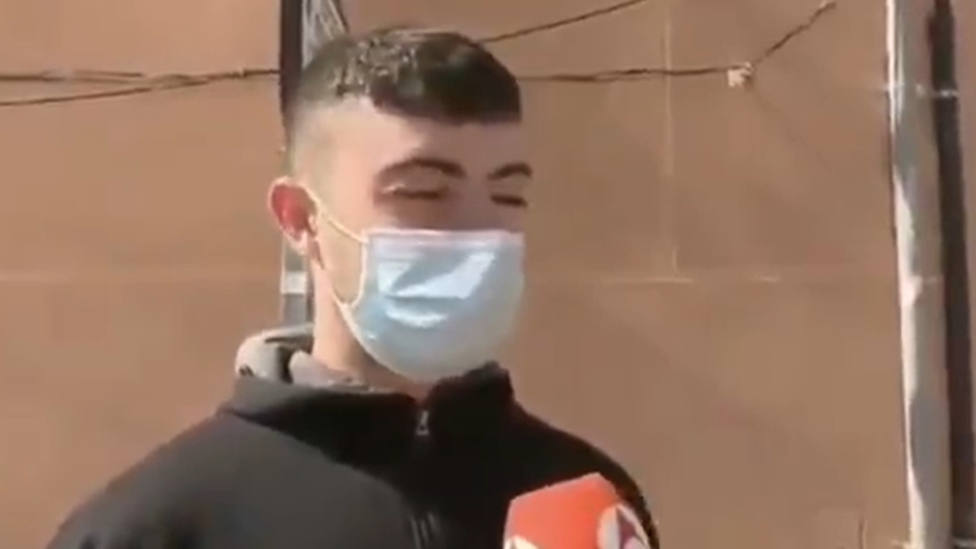 Una reportera de Antena 3 le pregunta a un joven sobre las restricciones y su respuesta se le vuelve en contra