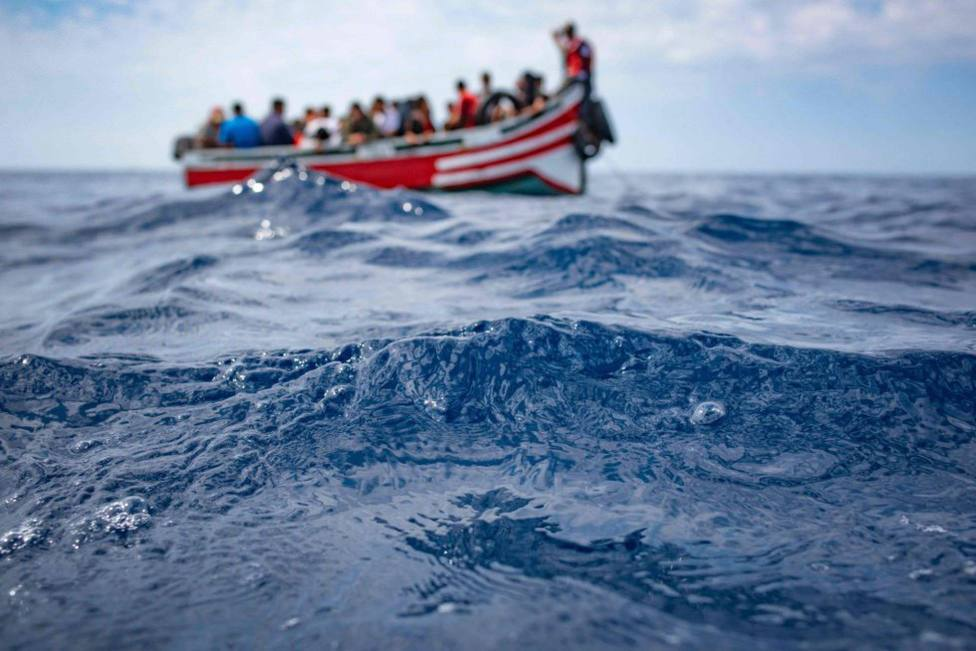 Rescate de una patera con 17 migrantes a bordo, entre ellos una embarazada, al sur de Gran Canaria