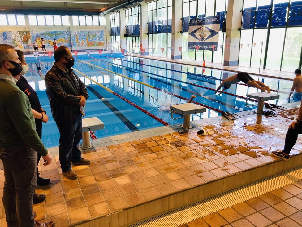 Prueba acuática llevada a cabo en la piscina de Caranza. FOTO: Concello de Ferrol