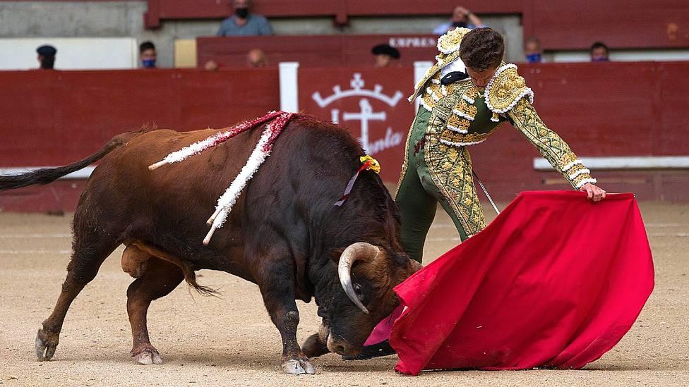 Templado natural de Ginés Marín durante la faena a su primer toro de El Parralejo