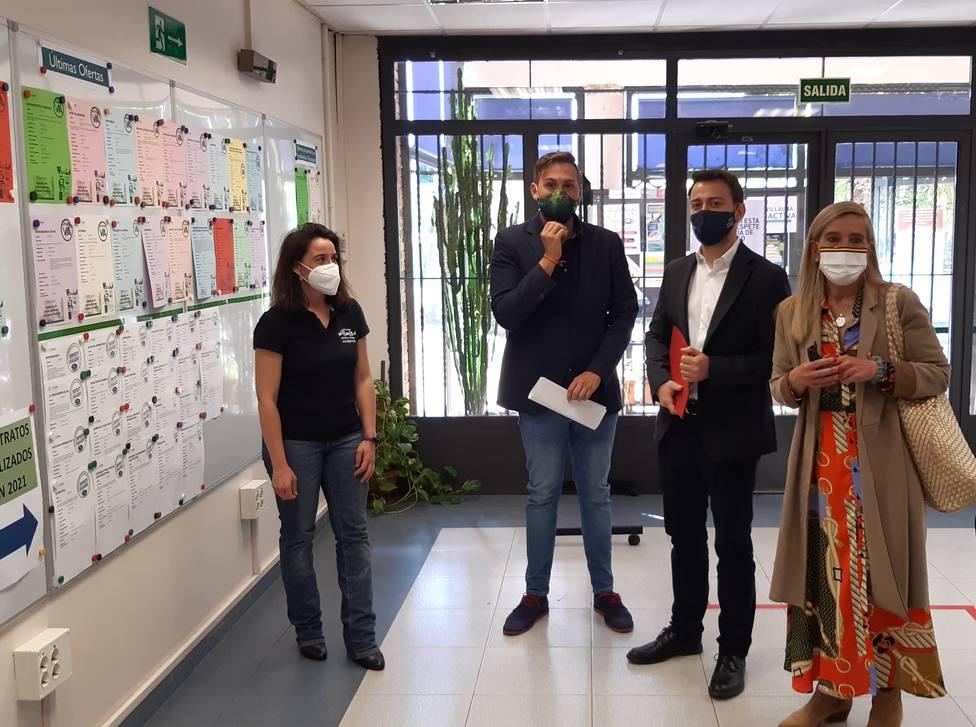 La alcaldesa de Collado Villalba y el director general de Juventud firman el convenio del Carné Joven