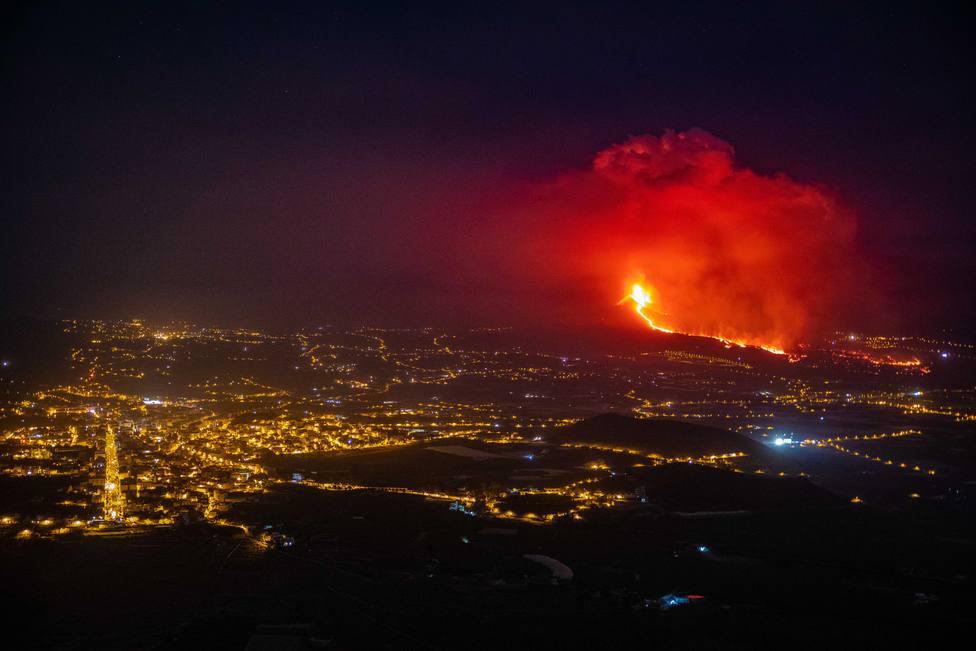 La erupción volcánica se activa en La Palma con explosiones y expulsión de material