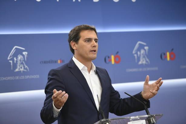 Rivera reclama consenso unánime y urgente en el Congreso para que la banca pague el impuesto hipotecario