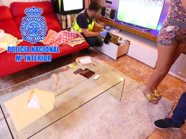 Policía Nacional durante uno de los registros