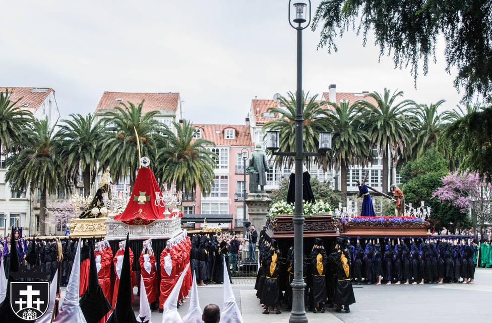 Procesión del Santo Encuentro al mediodía del Viernes Santo en Amboage - FOTO: Junta General de Cofradías