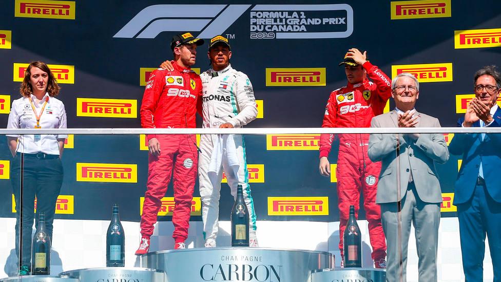 Podio del GP de Canadá de F1, con Hamilton subiendo a Vettel al primer puesto. CORDONPRESS