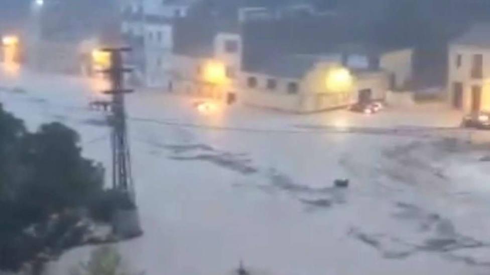 Las lluvias torrenciales en Valencia desborda el río Clariano a su paso por Ontinyent
