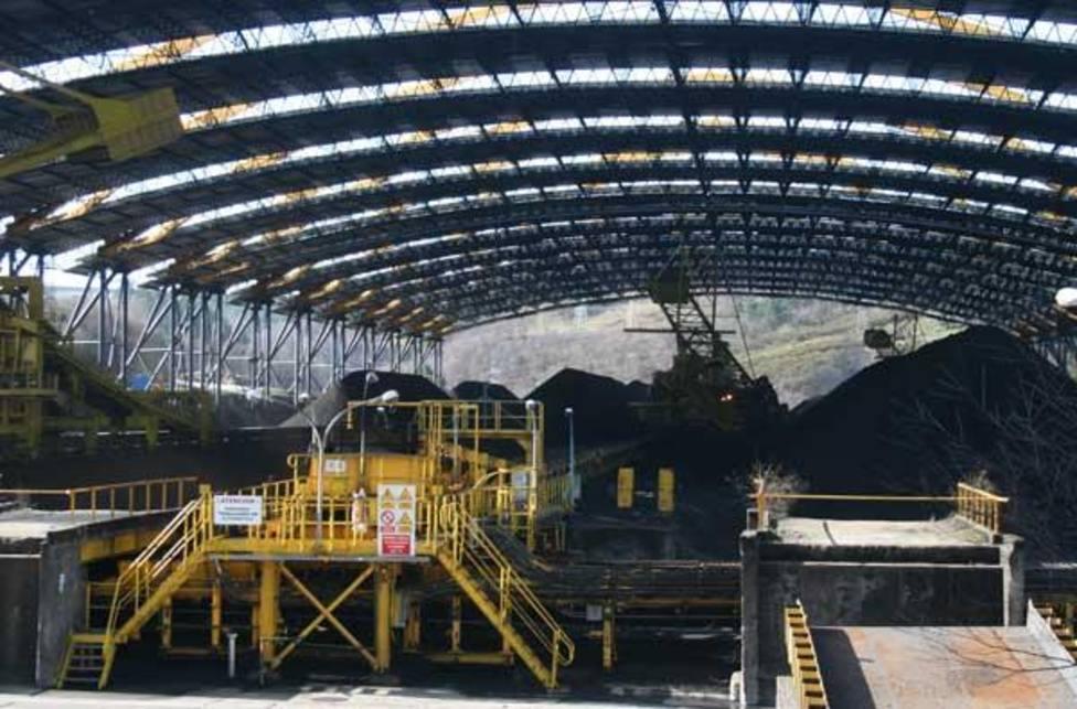 Calcinada una de las maquinas del parque de carbones de Endesa en As Pontes