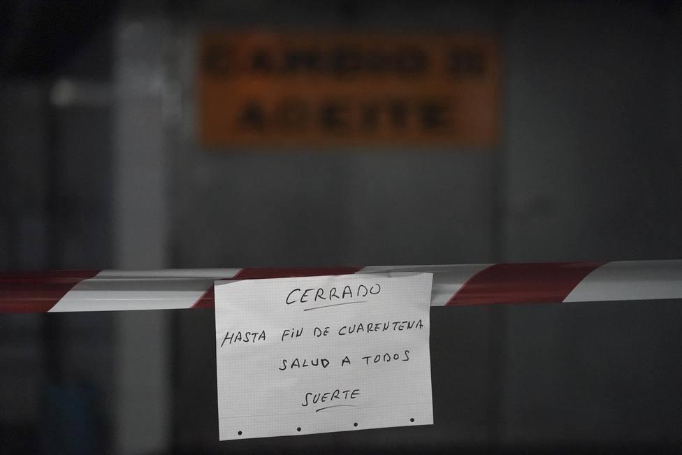 Una empresa advierte con un cartel que permanecerán cerrados hasta el fin de la cuarentena