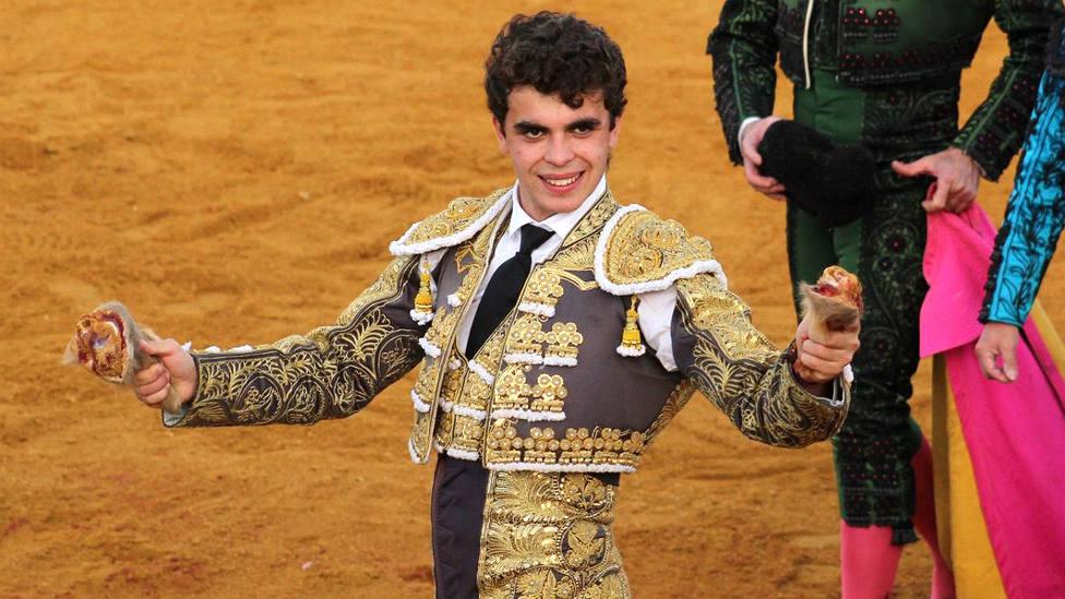 El Dody con dos de las tres orejas cortadas este sábado en Villoria (Salamanca)