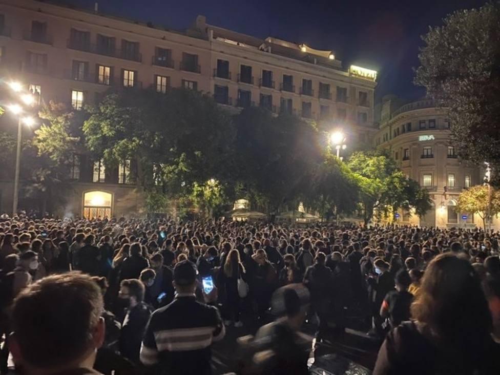 Unas 800 personas protestan en Barcelona contra los desahucios durante la pandemia