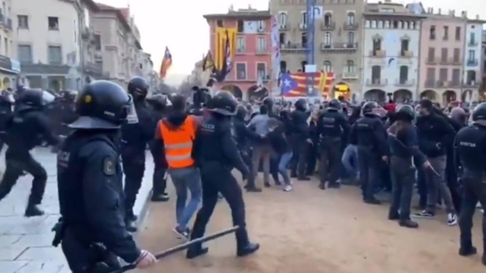 Los Mossos no detienen a nadie tras la agresión a miembros de Vox en Vic (Barcelona)
