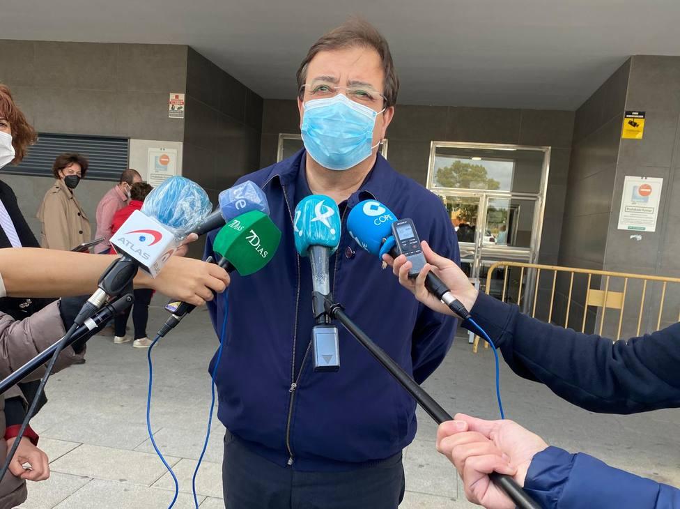 El presidente de la Junta de Extremadura, Guillermo Fernández Vara, vacunado contra la Covid