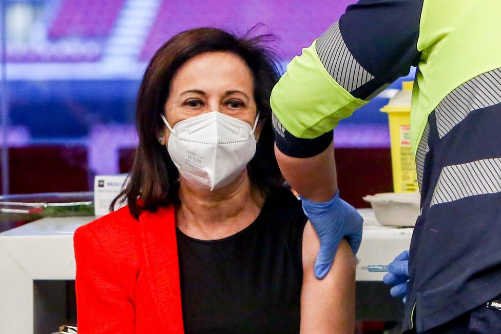 El gesto de Margarita Robles al vacunarse en el Wanda del que todo el mundo habla