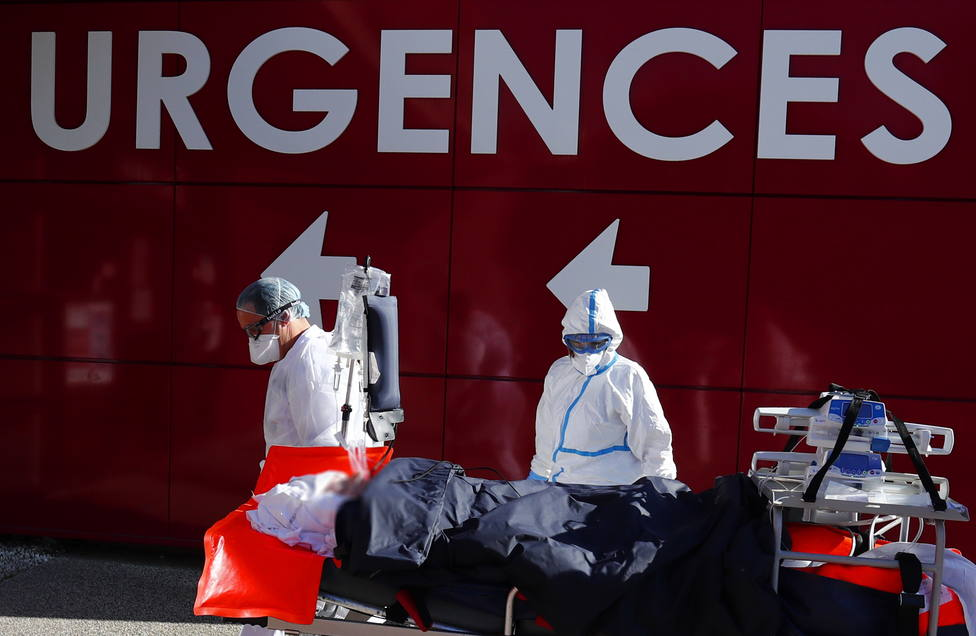 Aumenta la presión en los hospitales de Francia y supera ya los 30.000 hospitalizados por covid-19