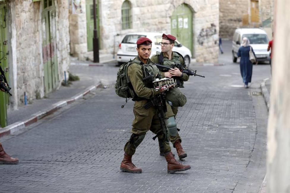 Imagen de archivo de dos soldados israelíes de patrulla