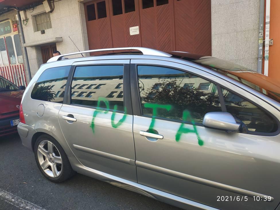 El vehículo estaba estacionado en la calle Xaquín Bruquetas - FOTO: M. P.