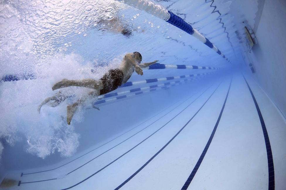 La concejalía de Deportes organiza cursos de natación en tres piscinas municipales en Cáceres
