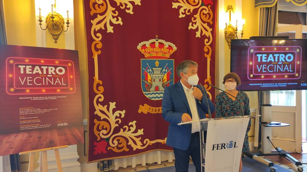 Antonio Golpe y Helga Méndez presentando el programa de Teatro veciñal. FOTO: concello Ferrol