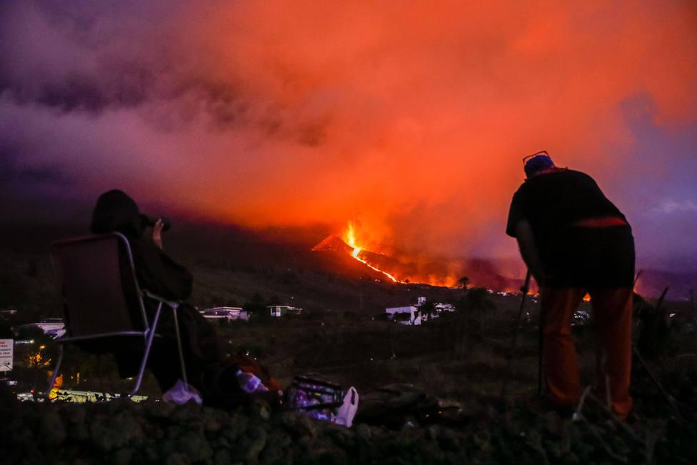 Confinan varios barrios de Tazacorte ante la posible llegada de la lava al mar en La Palma