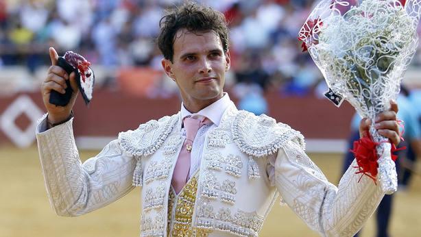 El Gallo con la oreja conquistada en su alternativa en la Feria de Cuenca