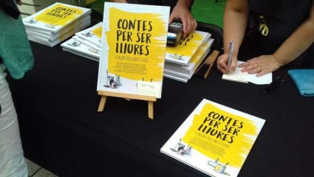 Libro de relatos Contes per ser lliures