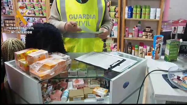 Intervenidos 173 envases de cosméticos en tres centros de peluquería en Logroño