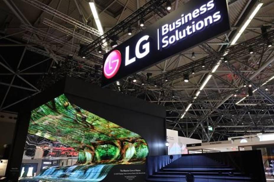 LG presenta sus soluciones de cartelería: desde señalética OLED transparente a toda una gama de productos LED