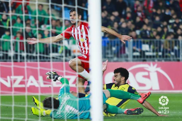 Momento del encuentro Almería - Numancia. Fuente: La Liga