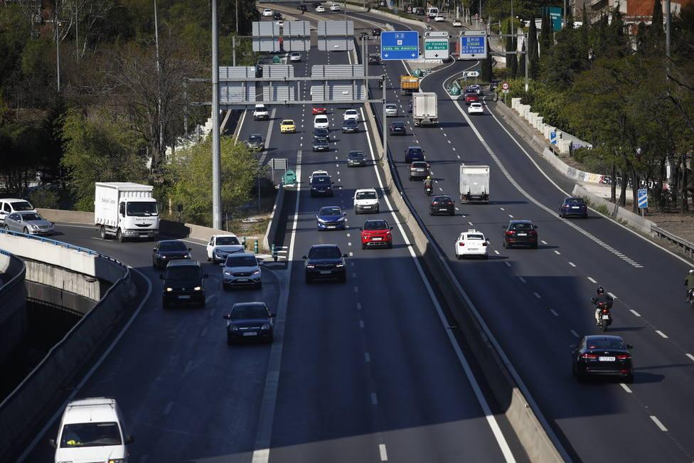 Los distintivos ambientales de la DGT en los vehículos serán obligatorios en la capital a partir de hoy