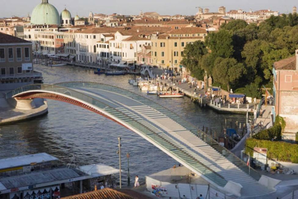 Italia multa a Calatrava por el aumento de costes de su puente en Venecia
