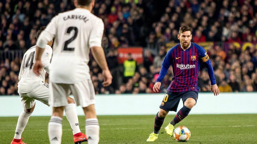 Messi, Casemiro y Carvajal, durante un Barcelona - Real Madrid. CORDONPRESS