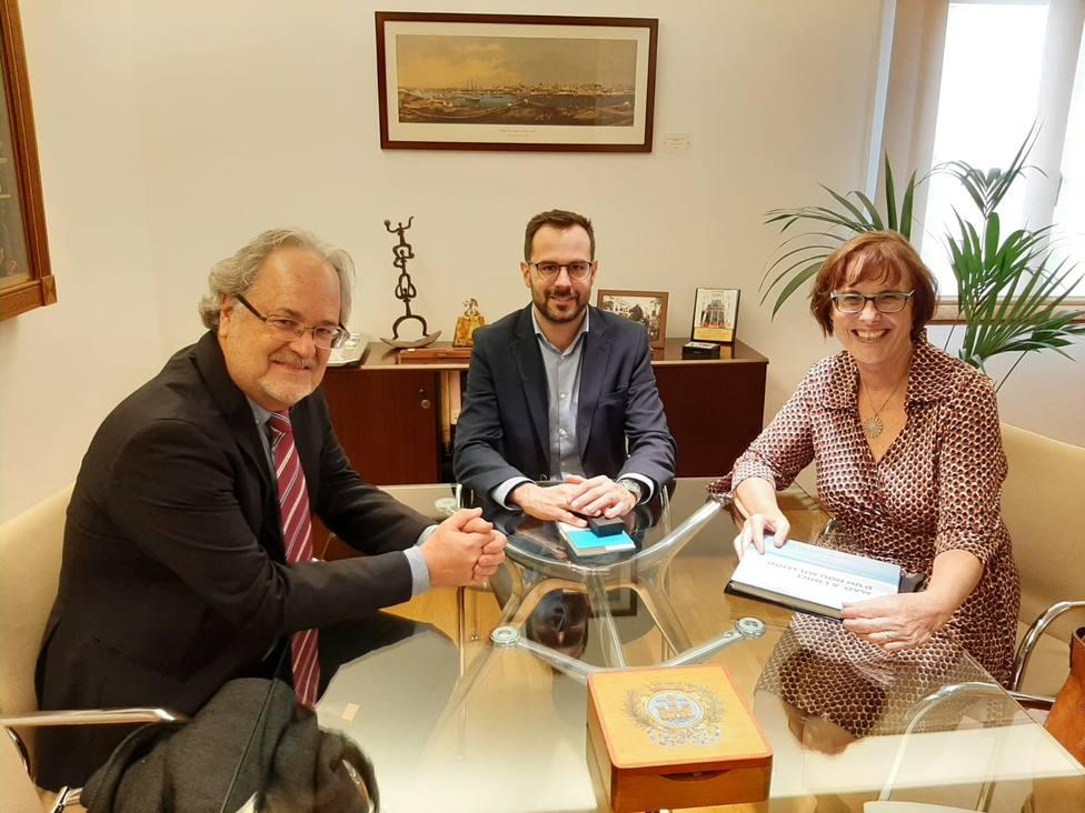 Primera visita institucional de la cónsul alemana en el Ayuntamiento de Maó