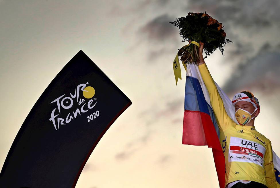 Pogacar se coronó en París como el segundo ganador más joven del Tour (EFE)