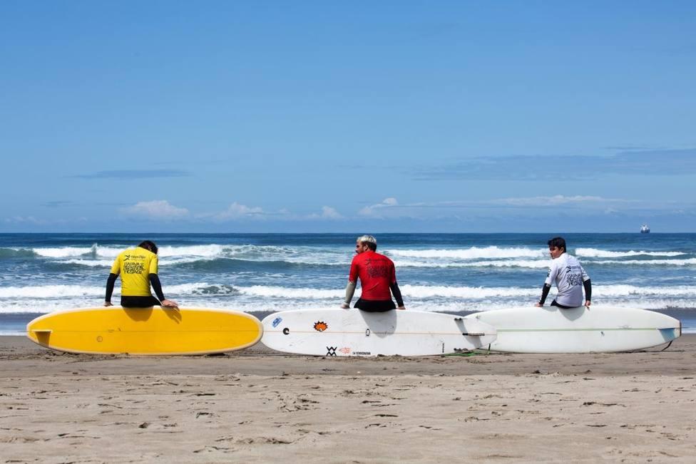 Practicando longboard - FOTO: Surfing.es