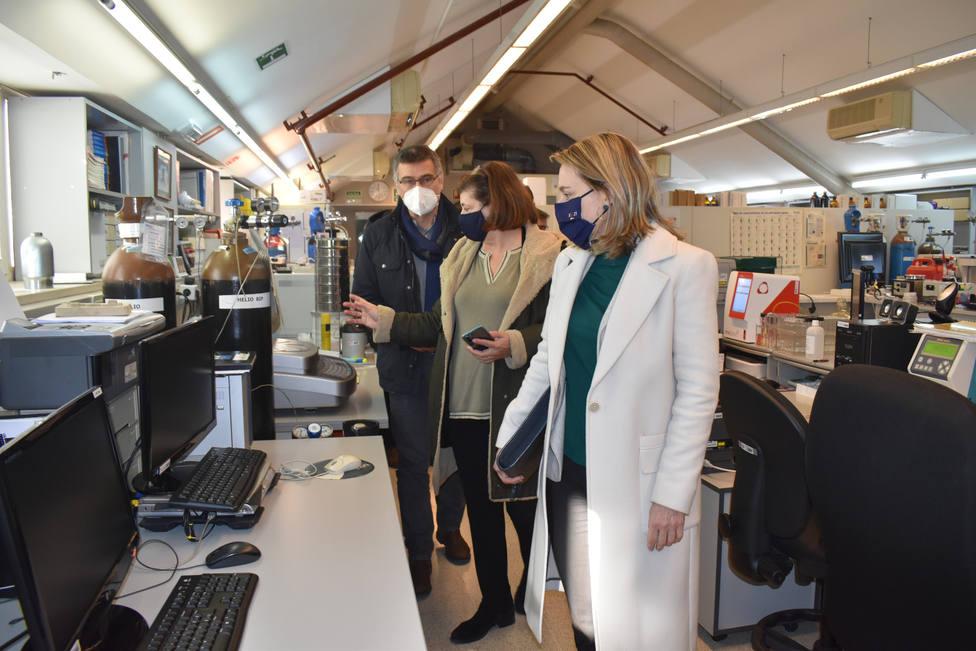 Paula Uría visitando el Centro de Investigaciones Tecnológicas de Ferrol. FOTO: UDC